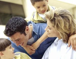 Na família as crianças aprendem os primeiros elementos da fé