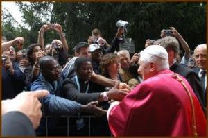 Bento XVI agradece ajuda no dia para a Caridade do Papa