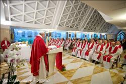 Francisco na homilia matutina: Jesus continua intercedendo por nós, mostrando ao Pai as suas chagas