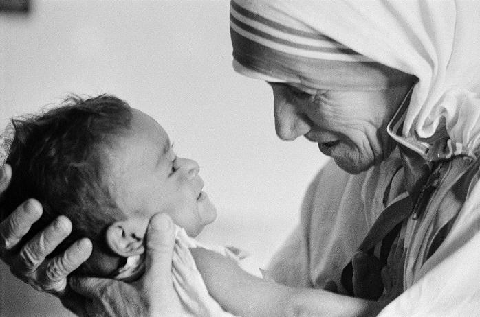 Madre Teresa de Calcutá será canonizada em setembro