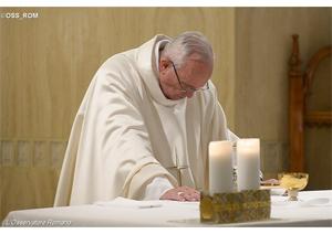 """Papa: """"Cristãos caminhem na luz. Não à vida dupla"""""""
