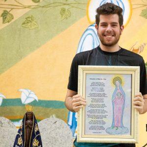 Jovem acólito de nossa comunidade escreveoração dedicada a Nossa Senhora
